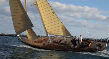 "Up close with classic beauty ""Pasha"" in this delightful 4 min video July – Aug 2012 issue http://www.classicyachtmag.com/back_issues.htm"