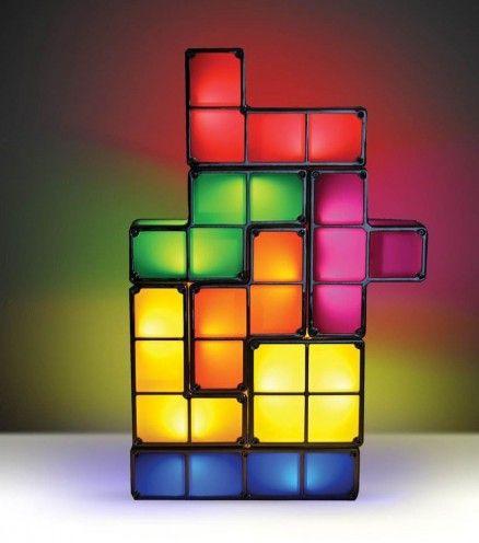 Voici une lampe sous la licence officielle Tetris, le jeu qui a rendu la Terre addict. Vous pourrez désormais composer votre propre lampe avec les différents blocs. La dimension de la lampe dépendra de votre créativité.