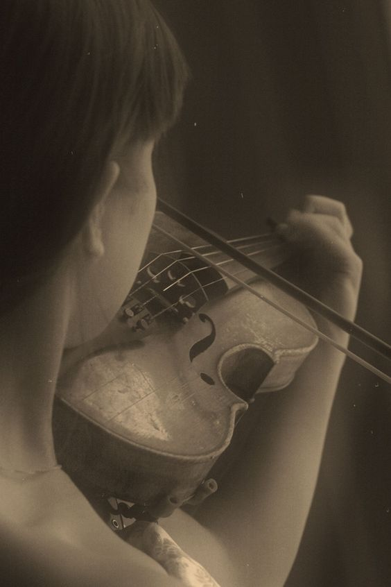 Girl with violin/ Music/ Retro