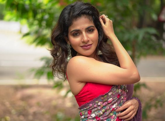 Actress Iswarya Menon Stills