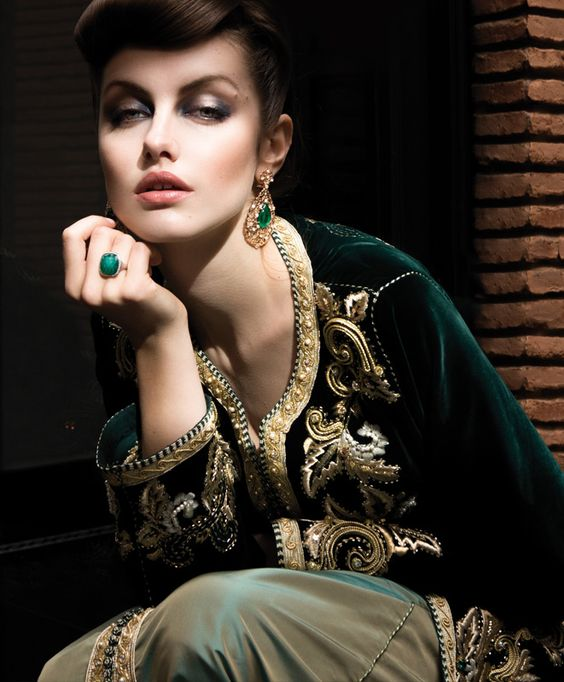 Satin pendants and caftans on pinterest for Caftan avec satin de chaise