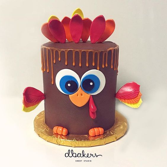 We sold over 70 of these cuties during this week! Let's see how we pull it off for christmas! If you didn't get a cake from us make sure to reserve early for Christmas! We will be launching the Christmas season next week, so stay tuned! 🙇🙈💜 #happythanksgiving #thanksgiving #turkey #cake