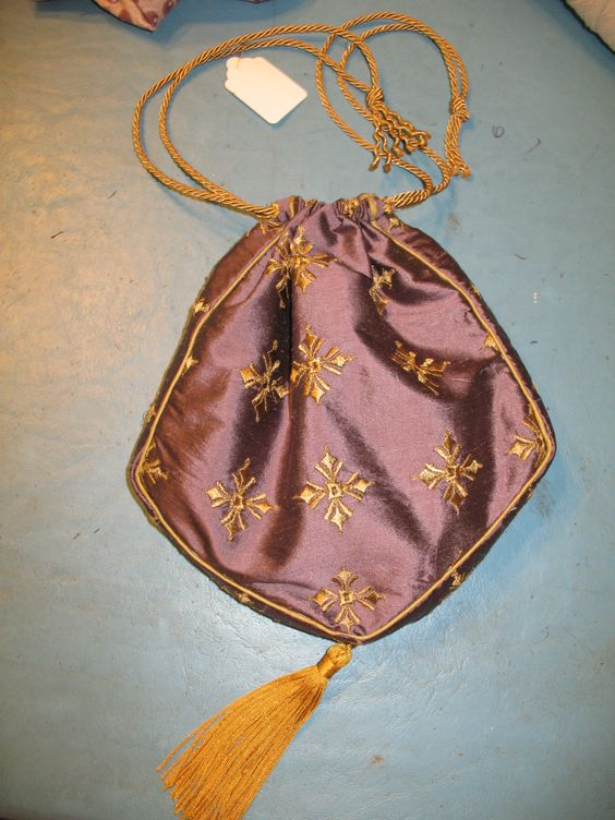 Silk hand-bag, entirely sewn by hand