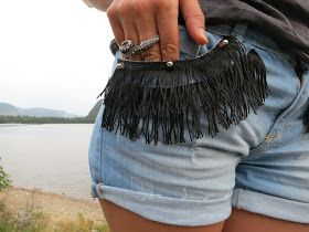 DIY un short frangé et Clouté ! DIY studded and fringed short!