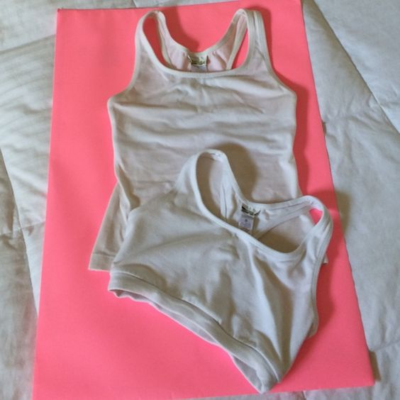 Workout Top & Bra Workout top and bra. The top has a built-in bra as well. These are used. No holes no stains just washed so some piling. Size: Small. Other