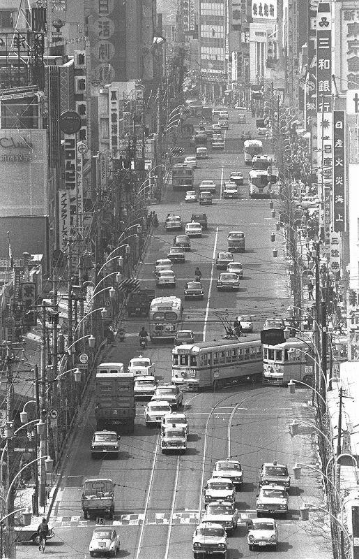 新宿3丁目付近から見た新宿通り。1965年 | 古写真, 東京 風景 ...