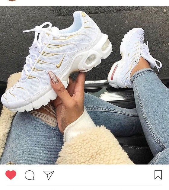 shoes,white,gold,nike,gold and white nike,nike shoes