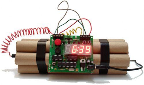 Gadget | Un superbe réveil bombe désamorçable [DIY]