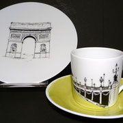 Le pont Alexandre III et l'Arc de Triomphe à Paris en France (sur commande)