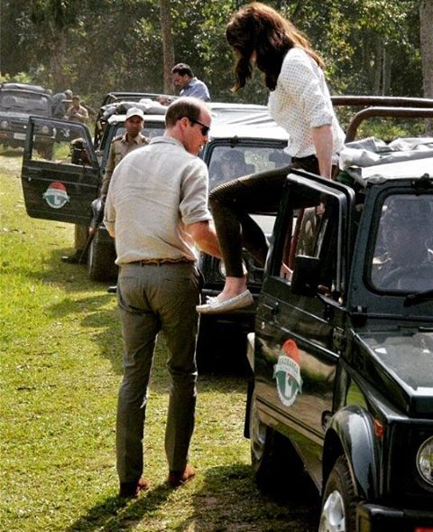 On 13th April 2016,William and Catherine started their day very early with a safari tour ❤ #weadmirekatemiddleton #weadmireprincewilliam #aroyallovestory #willandkate #lifeofaduchess #royaltour: