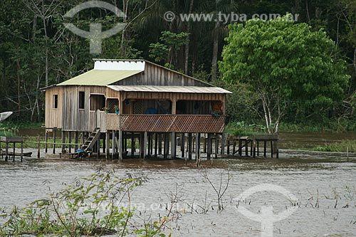 Assunto : Casa sobre palafitas nas margens do Rio Amazonas / Local : Parintins - Amazonas ( AM ) - Brasil / Data : 06 / 2011 Visitar página  Visualizar imagem
