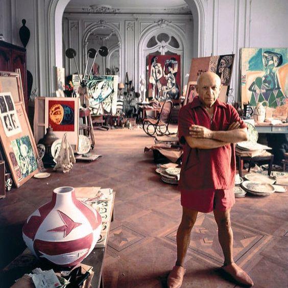 #PabloPicasso #France #studio #Thonet #rockingchair #art #picaaso #chair #ScandinavianCollectors