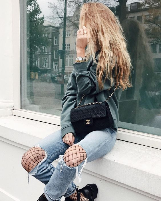 Ripped knee jeans, fishnet tights and chunky boots | winter fashion | winter style | winter outfit | streetstyle: