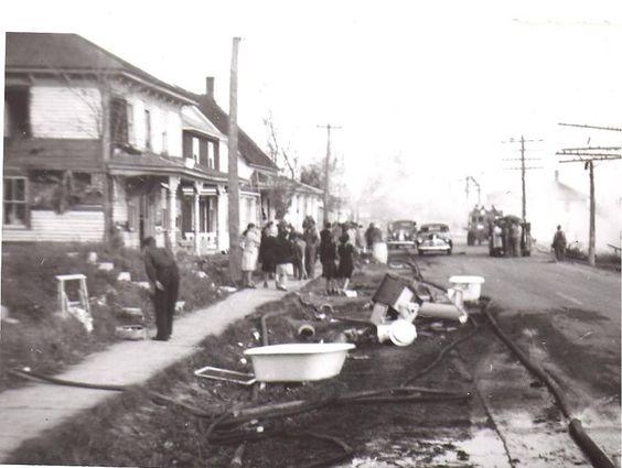 Feu sur la rue Principale à St-Basile en 1947. Plusieurs maisons furent détruite.