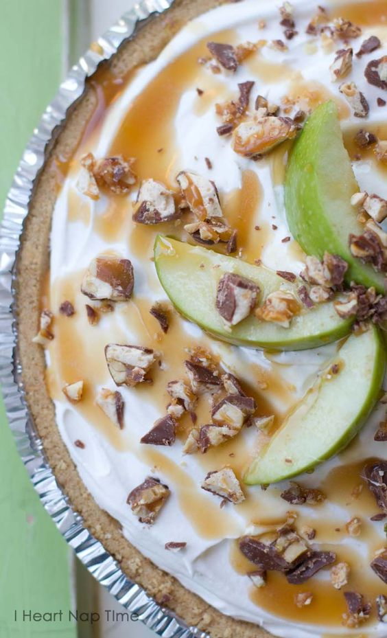 The most AMAZING {no-bake} pie! Caramel, apples, snickers and delicious whipped topping! iheartnaptime.net