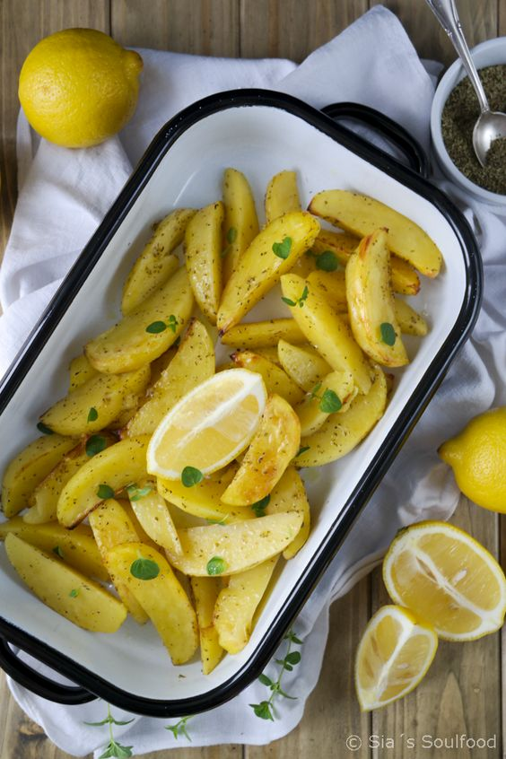 Griechische Ofenkartoffeln mit Zitrone {Patates lemonates sto fourno}