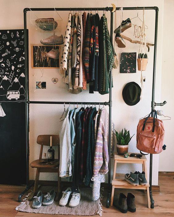 Sogni un armadio a vista? Lo stand porta abiti potrebbe essere la soluzione!