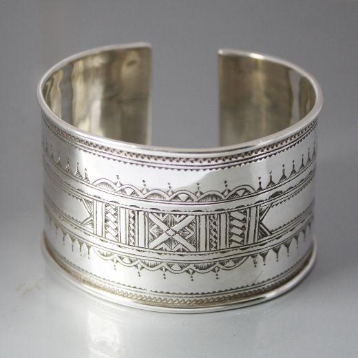 Bracelet touareg gravé en argent - tuareg engraved sterling silver cuff bracelet                                                                                                                                                      Plus
