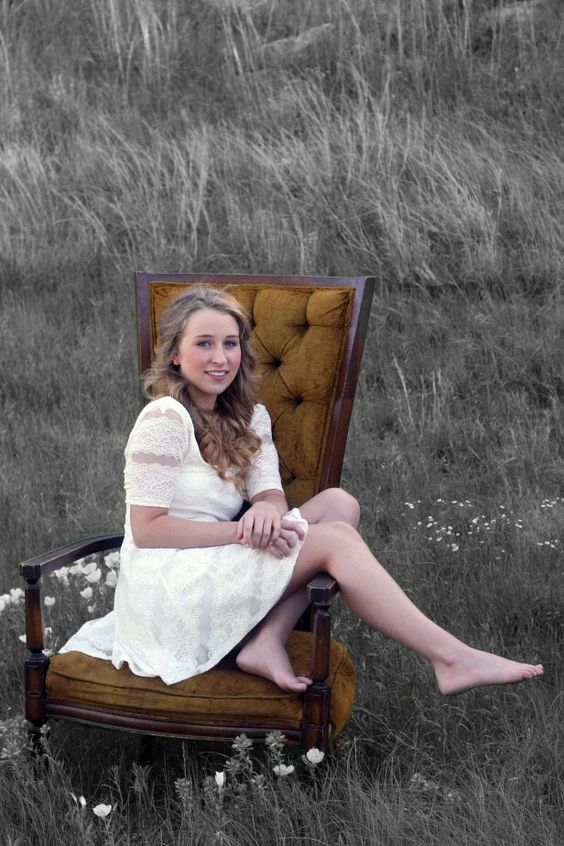 Miss Emily's picture; country; chair; senior picture