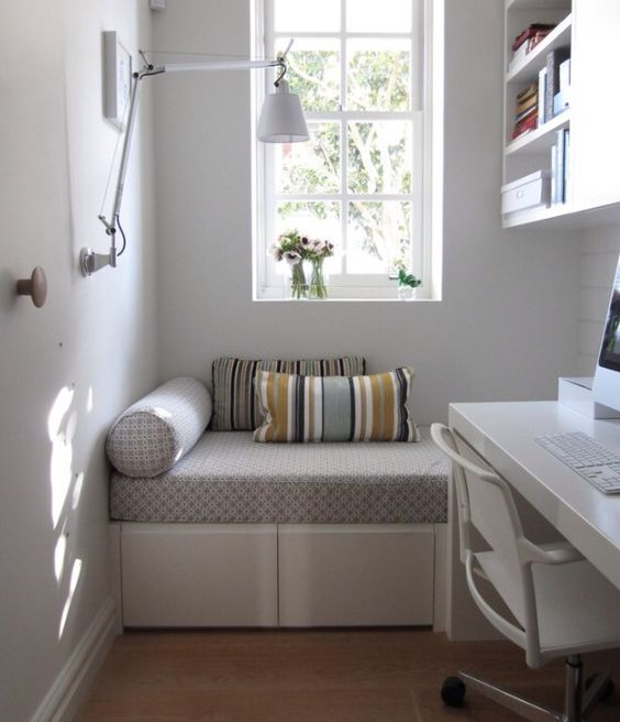 Idea for a reading nook or small office space home ideas for Small reading room ideas