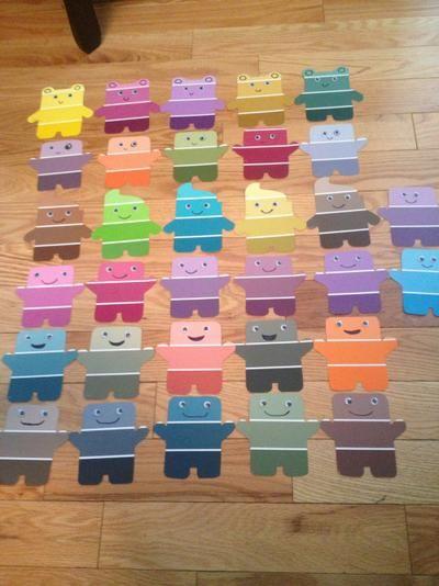 Foto: Mit Farbmuster Karten vom Baumarkt Einladungen für den Kindergeburtstag basteln. Veröffentlicht von Crea auf Spaaz.de