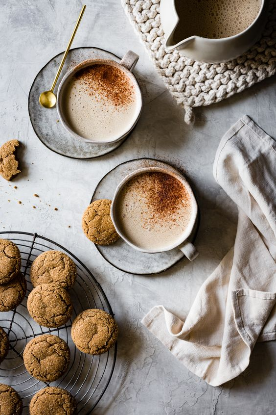Creamy Cashew Gingersnap Lattes {vegan} --- Gingersnap spices, dark brown sugar, and whole cashews blended with hot coffee