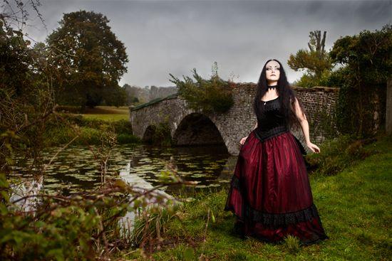 Vêtements Sinister: La garde-robe Goth | Alternative Mode et Lifestyle Blog