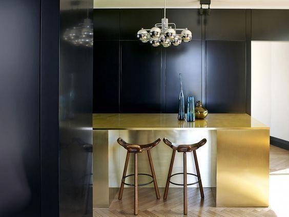Decoralinks Cocina Negra Con Isla Metal Dorado Cocinasnegras Kitchen Interior Decor Interior