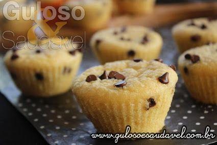 No final de semana temos mais tempo livre para fazer deliciosos Muffins de Arroz Integral com Gotas de Chocolate!!  #Receita aqui: http://www.gulosoesaudavel.com.br/2017/03/10/muffins-de-arroz-integral-com-gotas-de-chocolate/