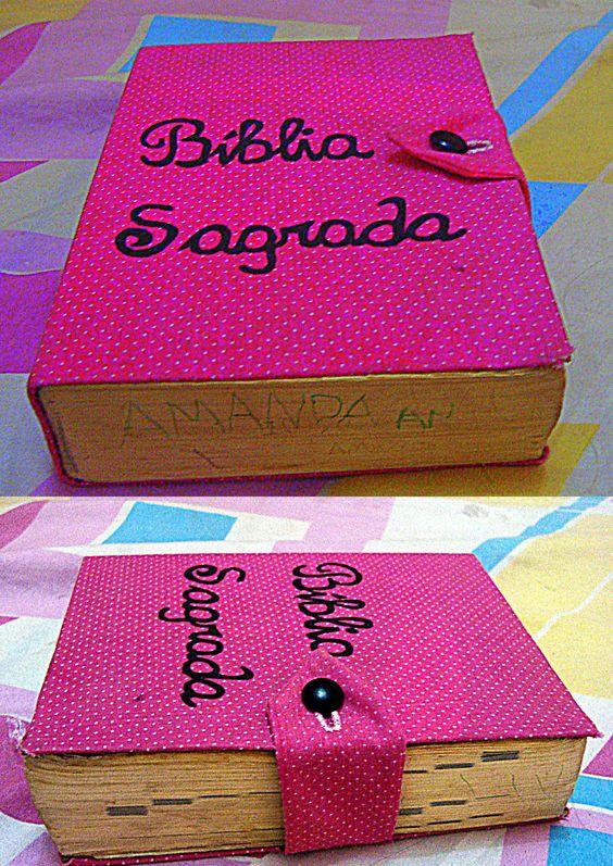 Renovando Bíblia desgastada: Fiz a capa de papelão e cobri com tecido.