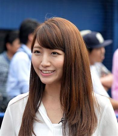 サンケイスポーツのインタビューを受ける三田友梨佳アナの画像