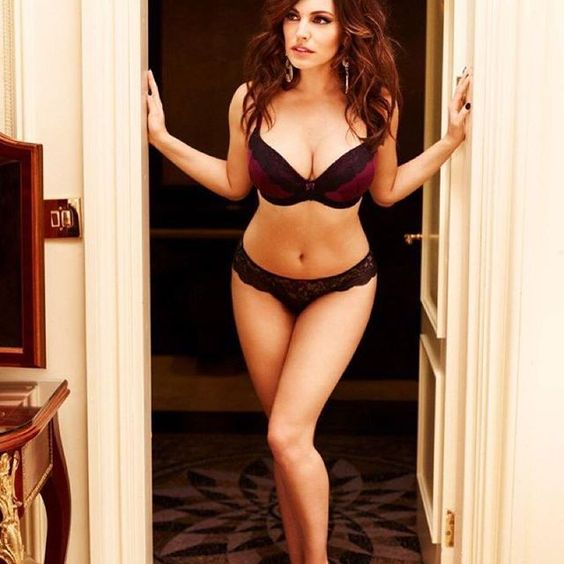 Official fan account of English, model and actress, Kelly Brook. @iamkb