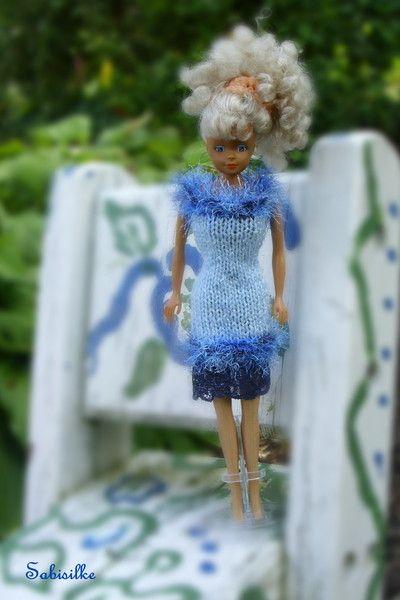 Puppenkleidung - gestricktes Kleid mit Spitze * für Barbie * blau - ein Designerstück von Sabisilke bei DaWanda