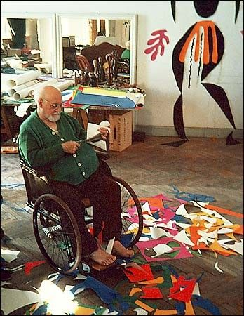 auroregiguet: Henri Matisse in his studio in 1953, he was 83. Happy cutting paper for his work! :-):