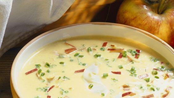 Eine besondere Kombination: Pastinaken-Apfel-Suppe | http://eatsmarter.de/rezepte/pastinaken-apfel-suppe
