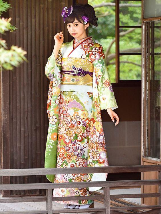 とても綺麗な着物姿の小宮有紗