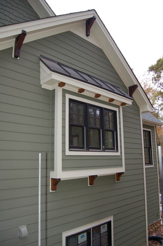 Craftsman exterior trim details lots of exterior touch up painting has been completed 6860 - Exterior white trim paint pict ...