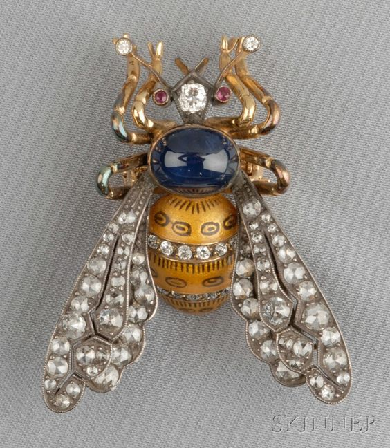 GEM-SET BEE BROOCH, WITH CABOCHON SAPPHIRE AND YELLOW ENAMEL BODY, ROSE-CUT DIAMOND WINGS, AND OLD MINE-CUT DIAMOND ACCENTS, SILVER