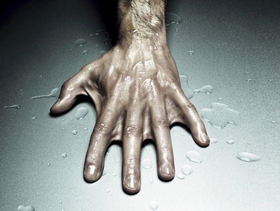 Retouche mains palmées