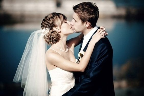 le couple s'embrasse