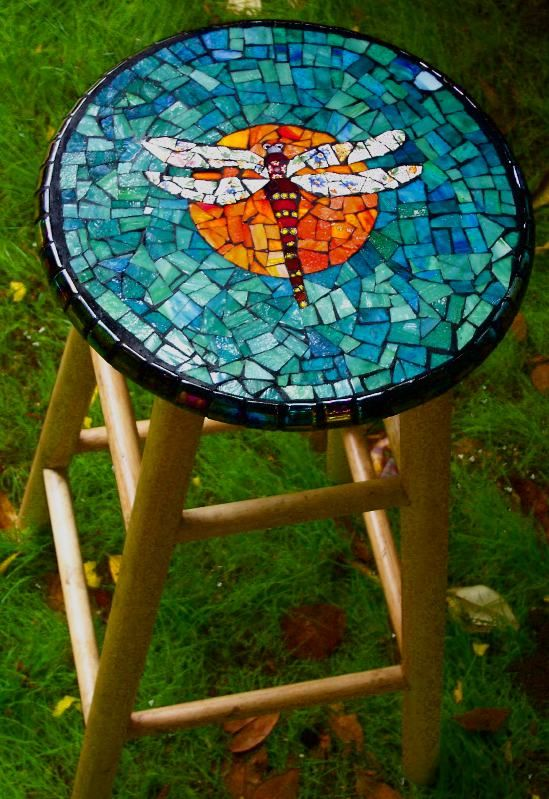 Dragonfly #mosaic #stool Tracey, we need to do this together! More