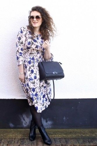 Blogger Sophie Bonbelle wth our Ellie Bag.