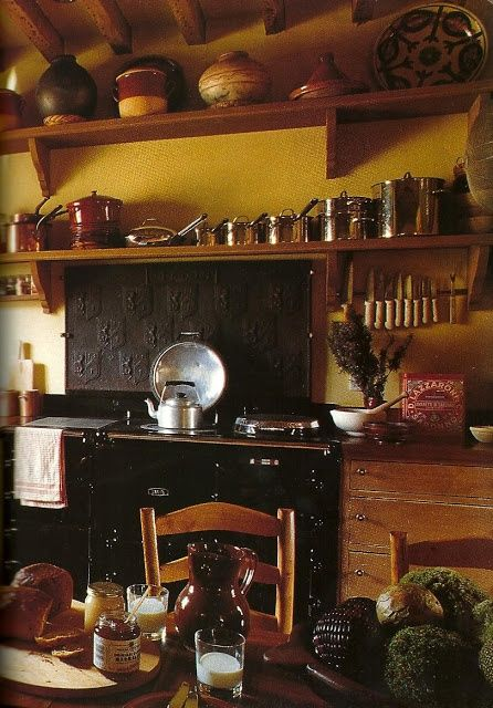 English Country Kitchen. So, so perfect. Homey and warm, unlike most kitchens today.