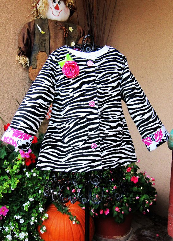 Positively Splendid {Crafts, Sewing, Recipes and Home Decor}: Made by Mama Reita - Zebra Swing Coat