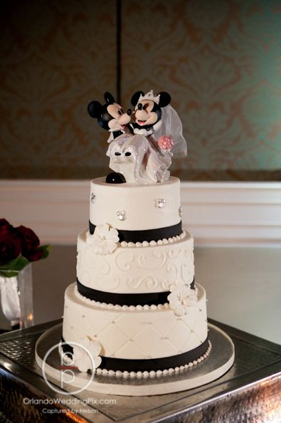 disney world wedding cake flavors gorgeous black white and cake from flavors 13598