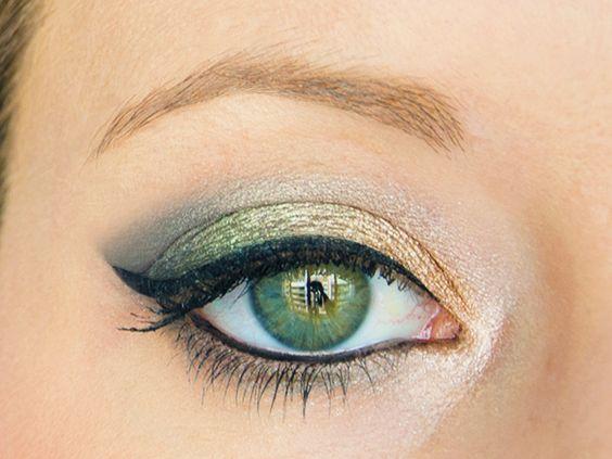Tuto-make-up-maquillage-pin-up-fruit-kiwi-mandarine-eye-liner-noir-oeil-ouvert-gros-plan
