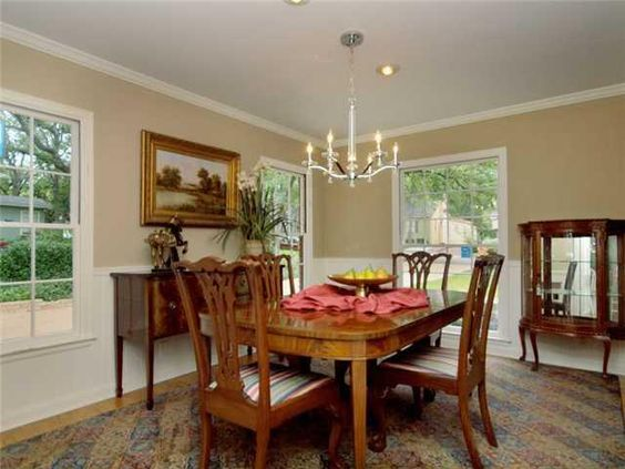 Love the #chandelier in this dining room