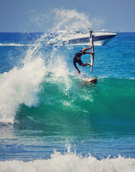 Gabriel Medina freesurfing at Lowers #HurleyPro Photo: Lieber
