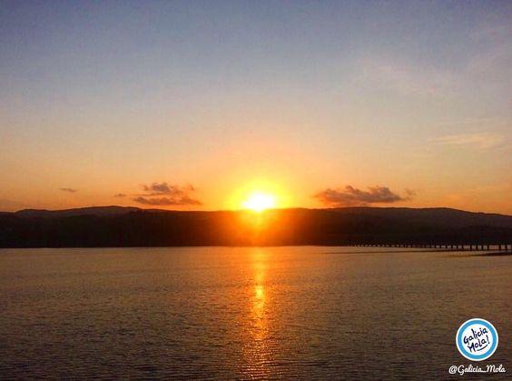 Qué bonito el atardecer de hoy !!! Buenas noches Galicia.  #Galicia #GaliciaMola #atardecer #sunset #solpor by galicia_mola