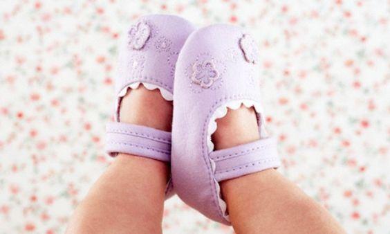 Chọn giày thích hợp cho bé - một quyết định khó khăn